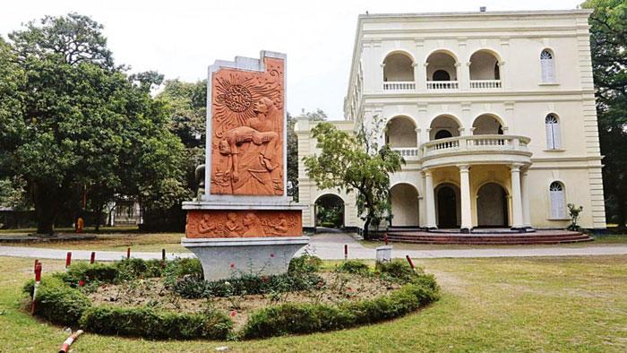 বুদ্ধিবৃত্তিক উৎকর্ষের প্রতীক বাংলা একাডেমি
